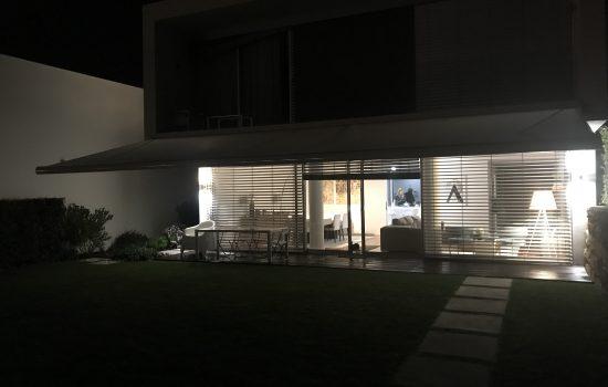 toldo-cofre-iluminado-a-noite